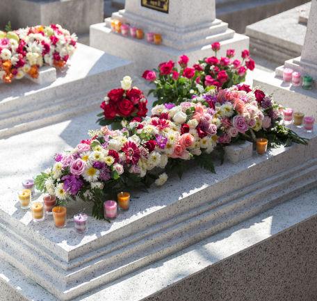 Nettoyage de sépultures à La Bassée